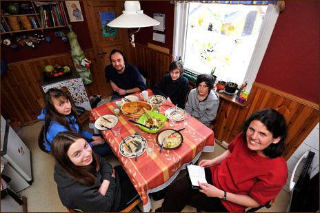 b8cf7ba6 Familien Machlik Lund bruker rundt 40.000 kroner i året på barnas  fritidsaktiviteter. F.v.: Edit