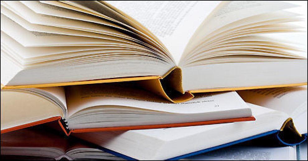 LESE: Mange penger å spare på å kjøpe bøkene på rett sted. Foto: Colourbox.com