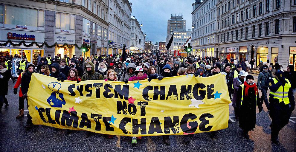 SJARLATANER: Klimaforkjemperne er en armé av sjarlataner, skriver artikkelforfatteren.