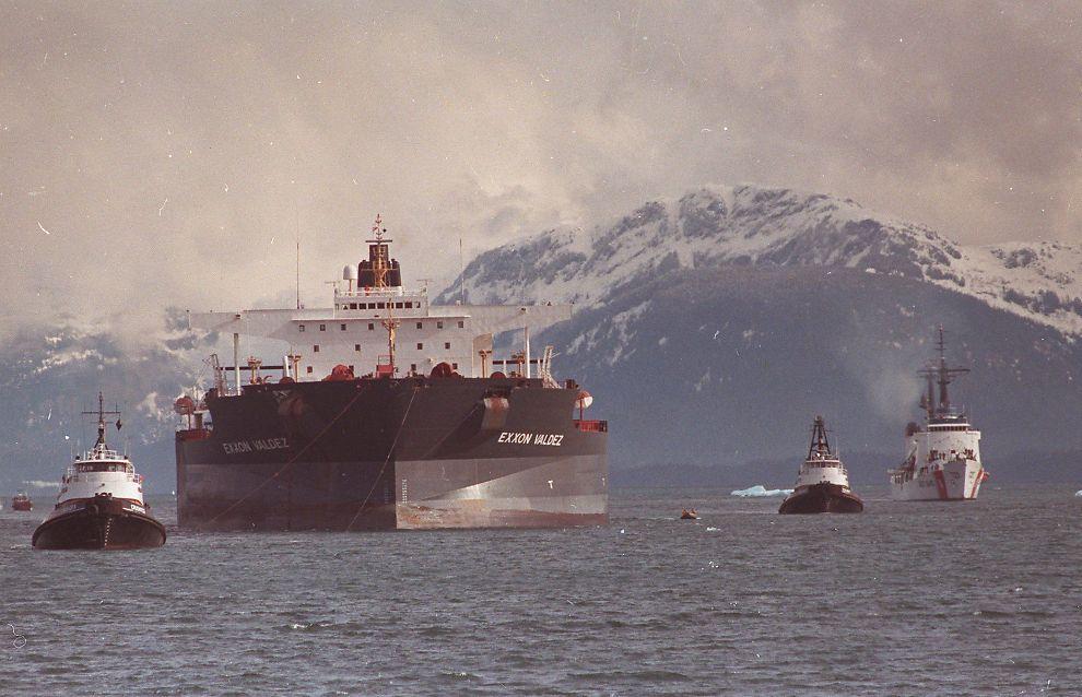 24. mars 1989 skjedde en av de verste miljøkatastrofene verden har sett, da det amerikanske tankskipet «Exxon Valdez» gikk på grunn cirka 4 mil utenfor oljehavnen Valdez i Alaska, USA.