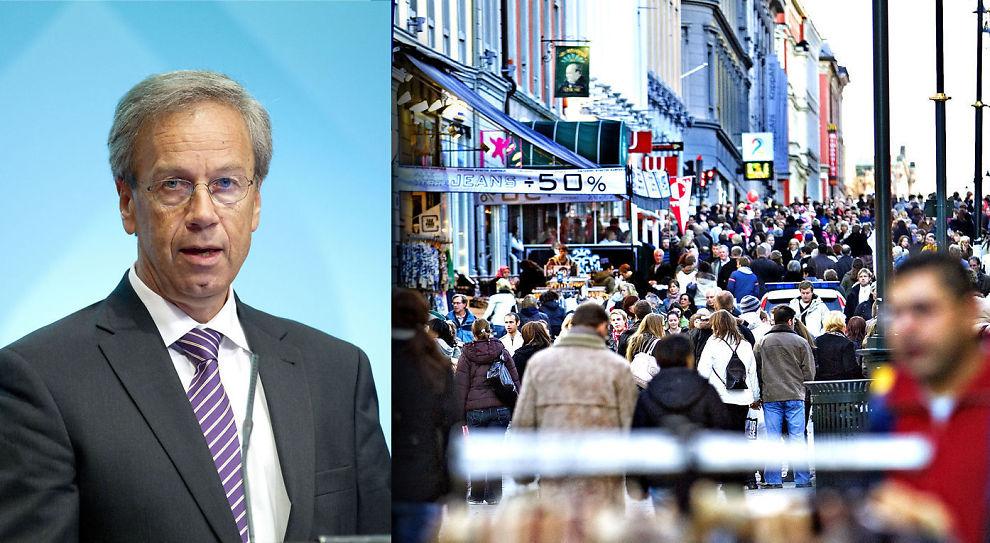 TROR NORDMENN SPARER MER: Norges Bank og sentralbanksjef Øystein Olsen (t.v.) tror norske forbrukere vil bruke mer av inntektsveksten til sparing. Tar de feil, og mer går til forbruk, vil det kunne skape store utfordringer, i form av sterkere krone og høyere lønnsvekst, advarer sjefanalytiker Erik Bruce i Nordea Markets.