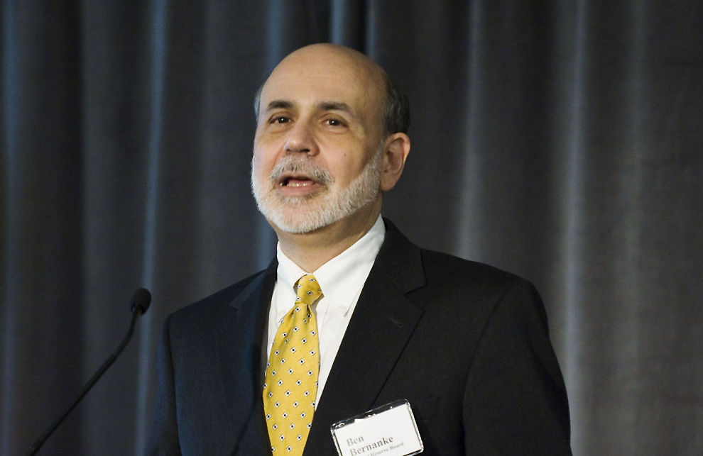 BEKYMRET FOR ARBEIDSMARKEDET: Sentralbanksjef Ben Bernanke mener mye fortsatt gjenstår før arbeidsmarkedet i USA kan kalles normalt. Her er han avbildet under et foredrag 23. mars 2012 i Washington