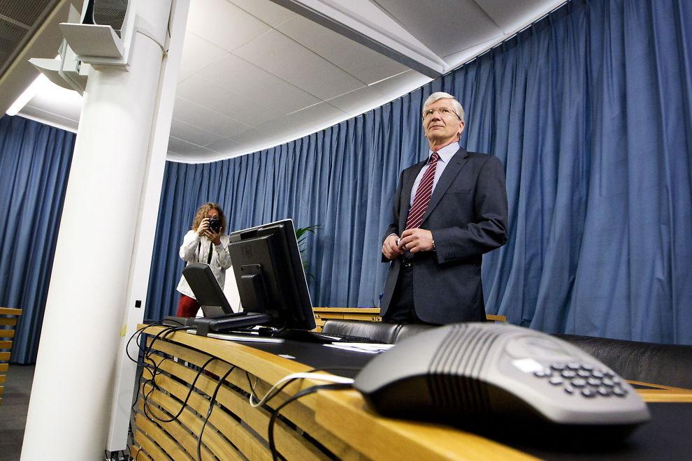 BREMS: - I revidert nasjonalbudsjett som kommer i mai og i statsbudsjettet for 2013 som kommer i oktober bør derfor regjeringen sette bremsen noe på, sier Steinar Juel.