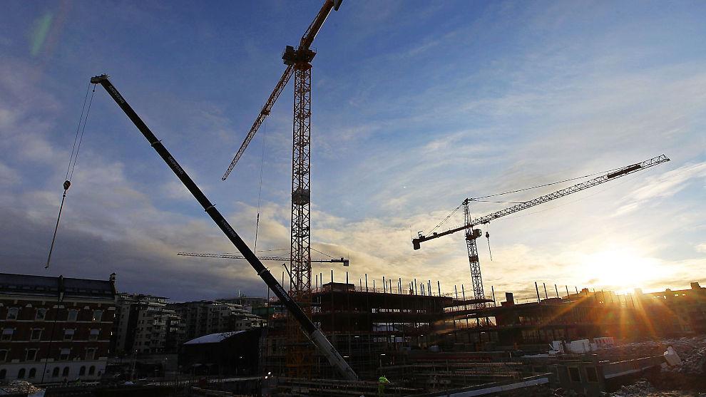 FALLENDE BYGGEAKTIVITET: Nå bygges det betydelig færre boliger enn på samme tid ifjor, ifølge SSBs statistikk. Her ses en Byggeplass i Nydalen i Oslo.