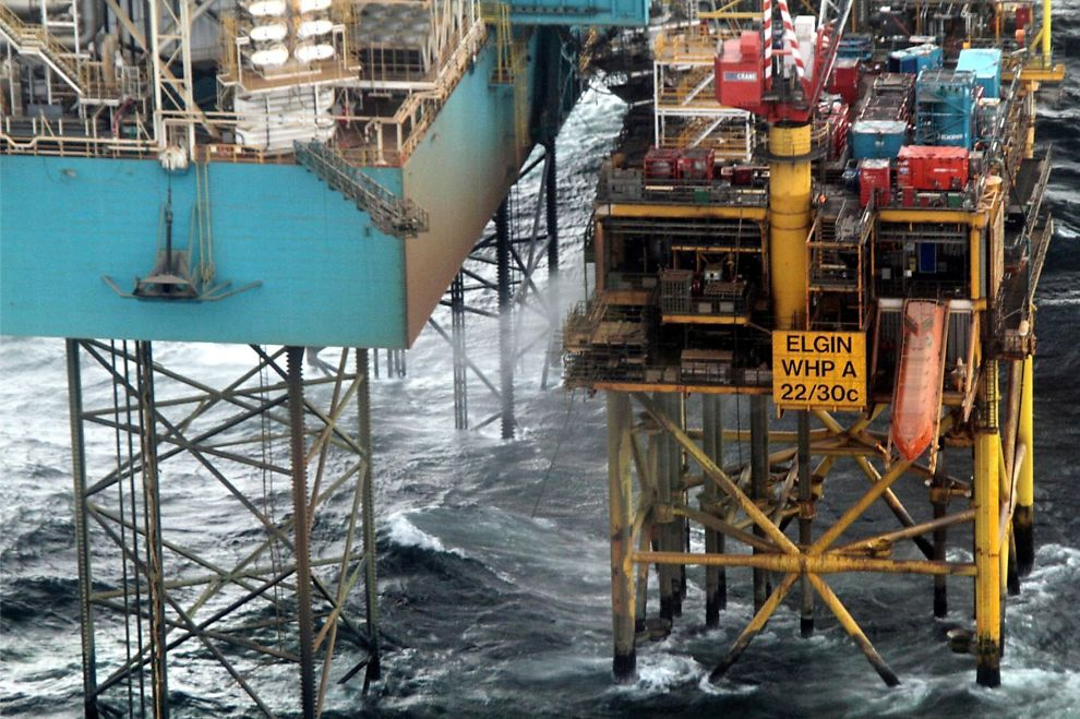 <p>HER LEKKER DET: Total delte fredag ut bilde av gasslekkasjen på Elgin-plattformen.</p>