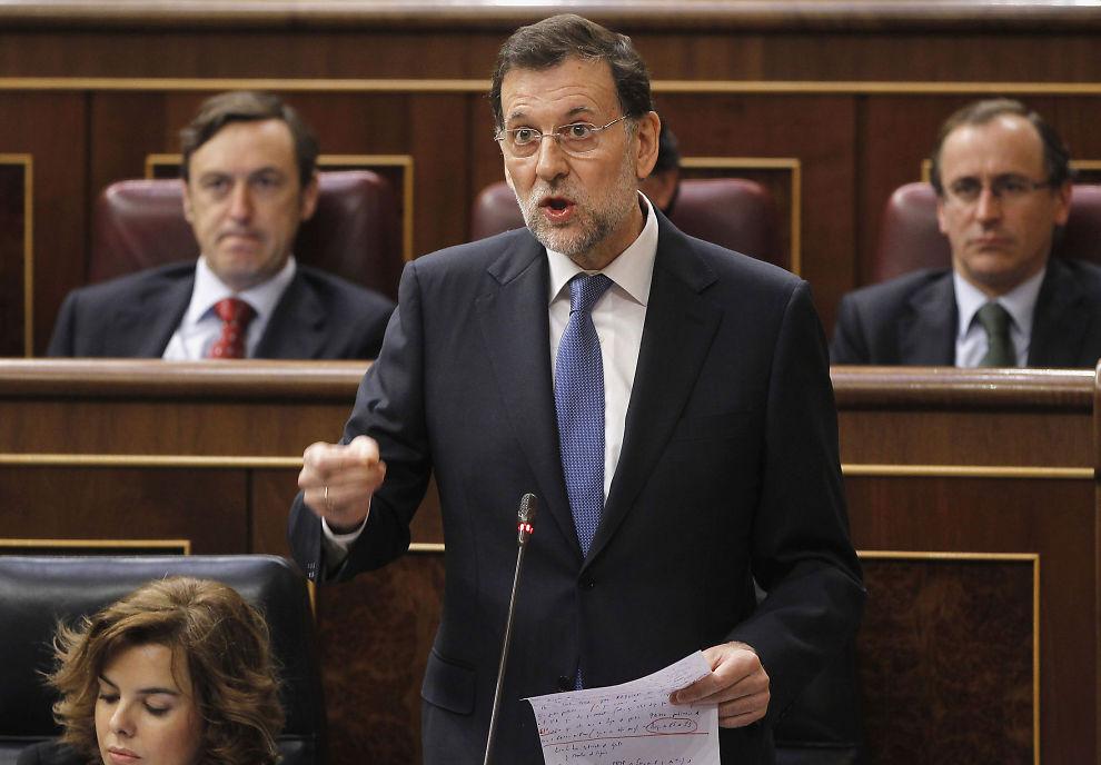 ALVOR: Statsminister Mariano Rajoy snakket alvor da han svarte på spørsmål i det spanske parlamentet tirsdag.