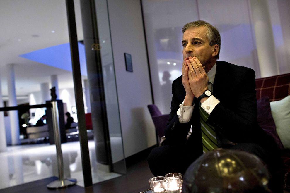 FORKLARER SEG: Utenriksminister Jonas Gahr Støre forklarer seg om sine eierandeler i rederier.