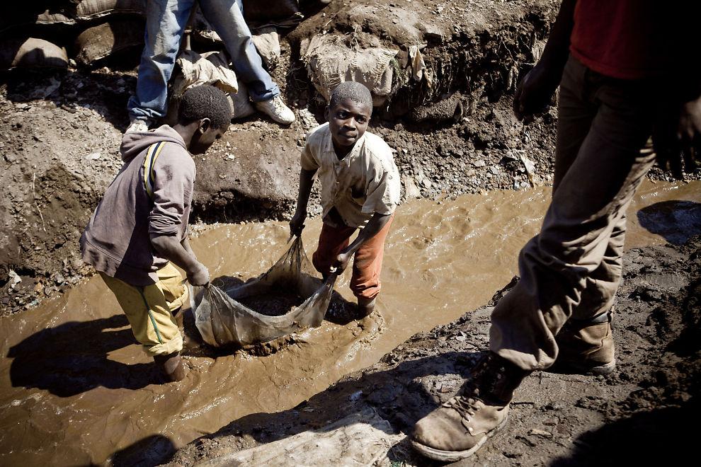 BARNEARBEID: Oljefondet har milliardinvesteringer i Glencore. Glencore eier Katanga Mining Ltd, som bruker barnearbeidere i gruvearbeid. Bildet er fra en Katanga-gruve i Kongo.