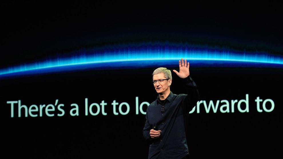 OVERFØRER PENGER:Apple sparer store skatteutgifter på å sende penger til skatteparadiser rundt om i verden. Her ser vi Apples toppsjef, Tim Cook.