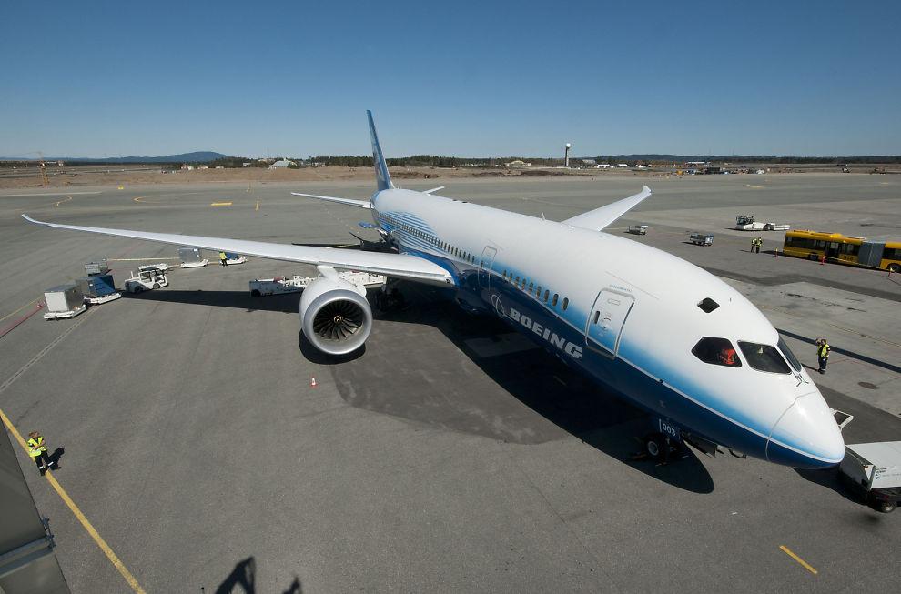 """PÅ TURNÉ: Boeings """"Dreamliner"""" landet tirsdag for første gang på Gardermoen. Flyet, som Norwegian har i bestilling, kom til Norge som en del av en verdensturné."""
