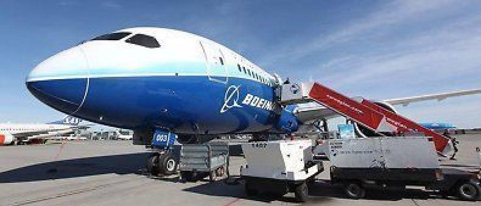 PÅ BESØK: Norwegian fikk en av Boeings Dreamlinere på besøk på Gardermoen.