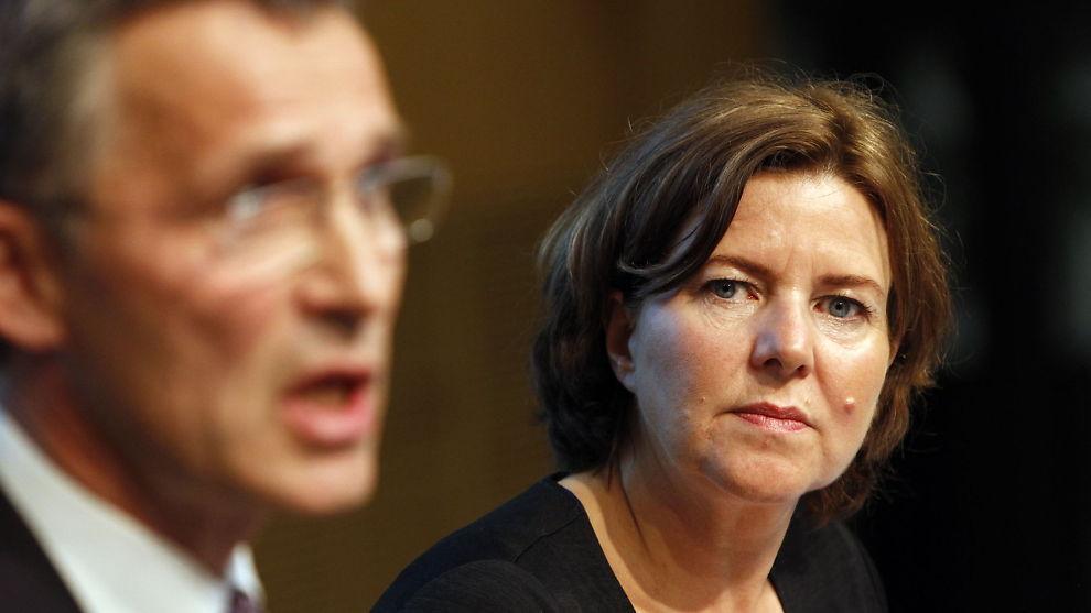 NY STRATEGI: Statsminister Jens Stoltenberg og statsråd Hanne Bjurstrøm (begge Ap) presenterte i fjor høst et nytt forslag til uføretrygd og alderspensjon til uføre. Antallet uføre har økt med 8.800 på ett år.