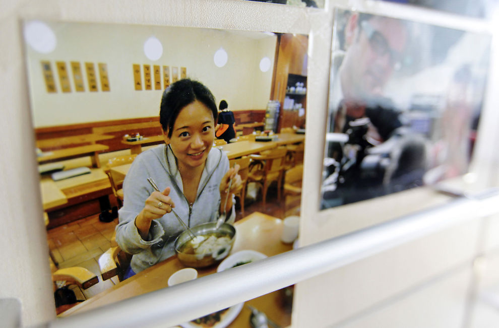 KASTES UT: Al Jazeeras korrespondent Melissa Chan kastes ut av Kina. Her er et bilde av Chan i redaskjonen i Beijing.