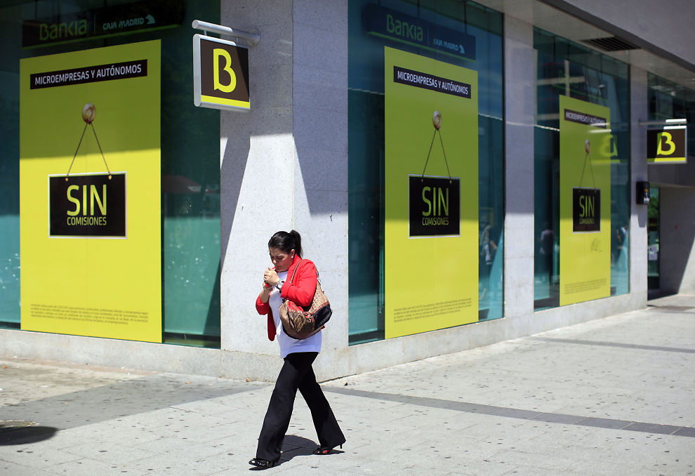 LANG BANKKRISE: Spanske banker har vært i krise i fire år. Sent onsdag måtte staten overta en stor del av aksjekapitalen i Bankia.
