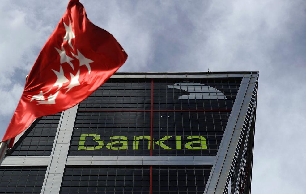 HØY RISIKO: Det spanske bankvesenet sliter med store porteføljer av råtne boliglån. Hvis alle spanjoler plutselig tar ut pengene sine vil banksektoren kollapse. 9. Mai ble det kjent at Bankia skal delvis nasjonaliseres i ett forsøk fra spanske myndigheter på å redde banksektoren. Her fra Bankias hovedkvarter i Madrid.