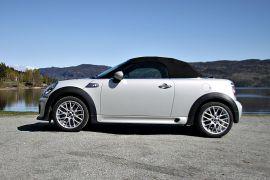FIN FORM: Der Roadster-modellens nære slektning Coupé ser snodig ut, er dette rent og pent.