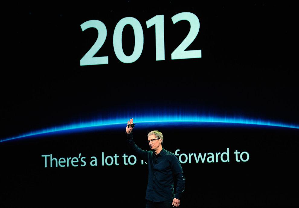 TØFT MARKED: IT-interesserte verden rundt venter i spenning på nyhetene Apple skal lansere mandag kveld norsk tid. Samtidig lanserer konkurrentene nyheter på løpende bånd for å dytte Apple ned fra tronen. Her er Apples konsernsjef Tim Cook avbildet under presentasjonen av den nye iPad'en 7. mars.