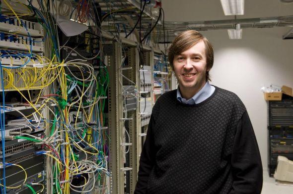 TEST: Teknisk direktør Olaf Schjelderup regner med at testene av 100 gigabts linjer kommer til å bli vellykket.