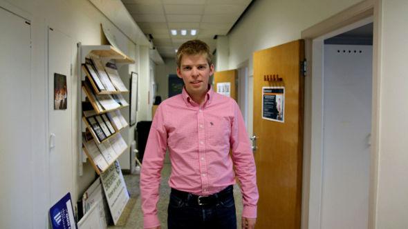 GNIST: Erik Thorp (25) venter på svar fra det som kan bli RESolars kunde nummer en. - Konsulent er et skjellsord på Entreprenørskolen. Vi vil skape vår egen arbeidsplass, sier Thorp.