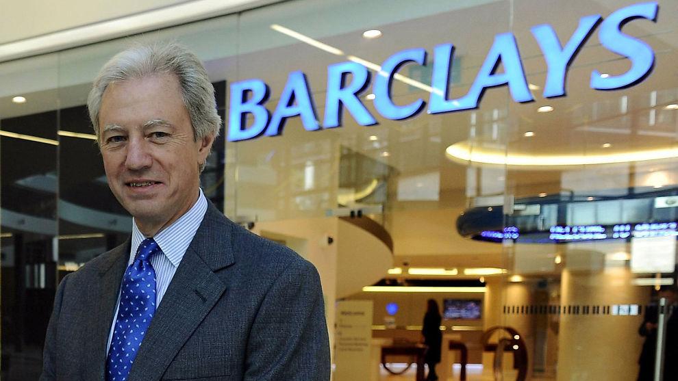 GÅR AV: Marcus Agius, styreleder i britiske Barclays Bank, trekker seg som følge av avsløringen om at banken har manipulert renter. Enkelte krever nå at Agius må få følge av Barclays' daglige leder, den omstridte Bob Diamond.