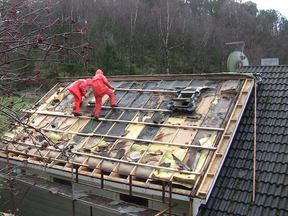 """<p><b>RÅTE:</b> Dette taket i Egersund hadde <a href=""""http://www.dinepenger.no/article/20242368"""">store sopp- og råteskader</a>. I takstmannens boligsalgsrapport fikk huset likevel beste karakter for brukte hus.</p>"""