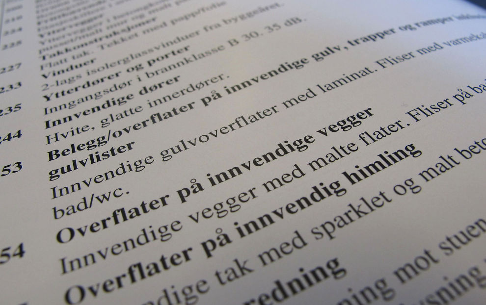 <p><b>Bare maling?</b> Vi trenger ikke takstmenn som bare foreller om malingen. I denne taksten fra Oslo står det ingen ting om slitasje, farer el. Likevel er det slått av 150.000 for slitasje i verdien, uten å gi et eneste hint om hvorfor.</p>
