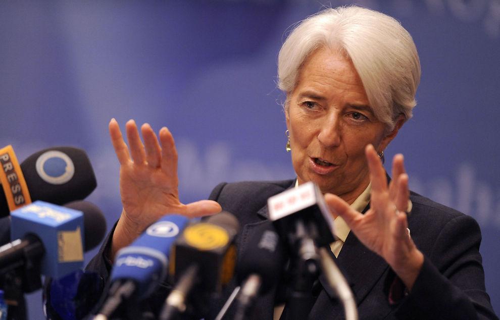 MISTER ANSATT: Divisjonssjef Peter Doyle slutter i protest fordi han mener IMF har sviktet i sin rolle under finanskrisen og gjeldskrisen i Europa. Her er IMF-sjef Christine Lagarde under en pressekonferranse i Beijing.