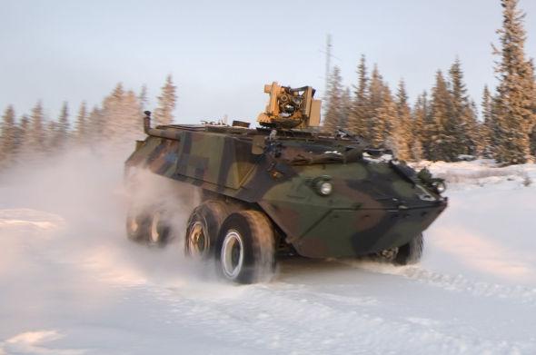 <p><b>TESTING:</b> Bildet er fra Kongsberg Gruppens testing av Crows-våpensystemet på Rena.</p>
