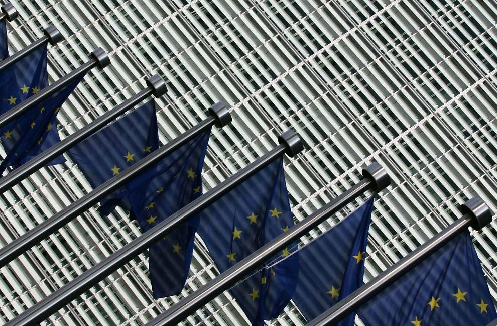 <p>HVEM SKAL UT?: I Finland er to av tre finner lite innstilt på å være med å redde Hellas. Men skal euroen overleve, må nok euroland til en viss grad hjelpe hverandre, skriver spaltist Arne Jon Isachsen.<br/></p>