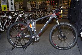 <p><b>2000 KRONER BILLIGERE:</b> Sykkelentusiaster kan nå kjøpe denne terrengsykkelen fra Focus for 14 990 kroner hos XXL. Tidligere i sommer kostet den 16 990 kroner.</p>