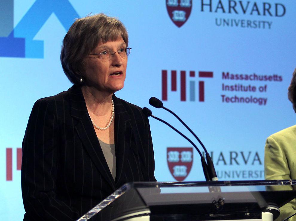 <p><b>HISTORISK SKANDALE:</b> Studenter ved den amerikanske eliteskolen Harvard University beskyldes for juks i forbindelse med en eksamen. Rektor Drew Faust ved Harvard mener forholdet mellom skolen og studentene er basert på tillit. Her er hun under en pressekonferanse i mai i år.<br/></p>