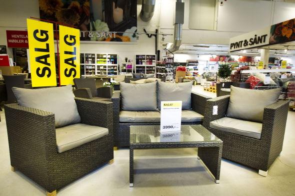 <p><b>2000 KRONER NEDSATT:</b> Hagemøbler kan kjøpes for en billig penge akkurat nå. Møbelgruppen Larissa med sofa, bord og to stoler kan nå kjøpes for 3990 kroner hos Plantasjen. Ordinær pris er 5990 kroner.</p>
