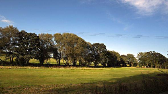 PÅ LANDET: Herregården omfatter 400 mål eiendom som blant annet består av langstrakte jorder.