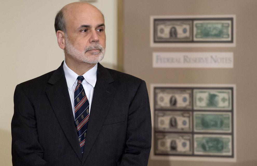 <p><b>VIL HANDLE:</b> Sentralbanksjef Ben Bernanke skal kjøpe 40 milliarder boliglånsbaserte obligasjoner i måneden for å stimulere økonomien. Her er sentralbanksjefen avbildet under et foredrag i Washington den 7. august.</p>