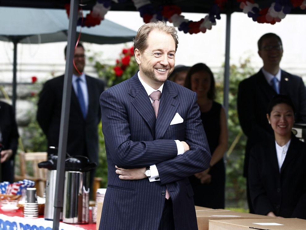 <p><b>NULL I INNTEKT IGJEN:</b> I 2011 hadde Kjell Inge Røkke null i skattbar inntek. Det har gjentatt seg i mange år. Det er formeusskatten som åpner Røkkes lommer. Her fotografert under 4. juli feiringen i den amerikanske ambassadørens residens.</p>