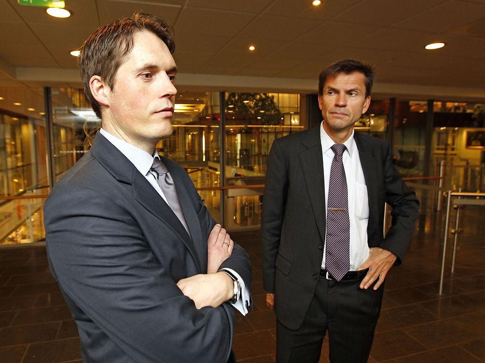 <p><b>ØKTE INNTEKTENE:</b> DNB Markets viste seg nok en gang som en solid pengemaskin. Dette er sjefen for DNB Markets, Ottar Ertzeid (t.h.) og aksjesjef Paal Karstensen.</p>