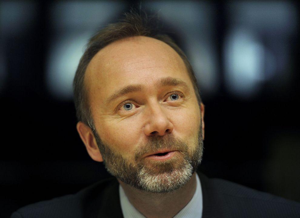 <p><b>ÅPNER DØREN FOR SAS:</b> Næringsminister Trond Giske utelukker ikke en ny emisjon i kriserammede SAS.</p>