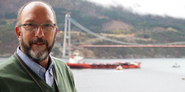 I TIDE: Prosjektleder for hele prosjektet, Øyvind Søvik, er trygg åp at han skal levere brua i tide - til tross for at kabelspinningen ble nesten et halvår forsinket.