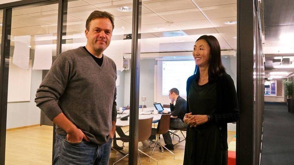 <p><b>BYGGER OPP:</b> Adm. direktør Bjørn Olstad og HR-sjef Kristin Birkeland i Microsoft Development Center Norway, skal hente masse nye kloke hoder til Norge.</p>