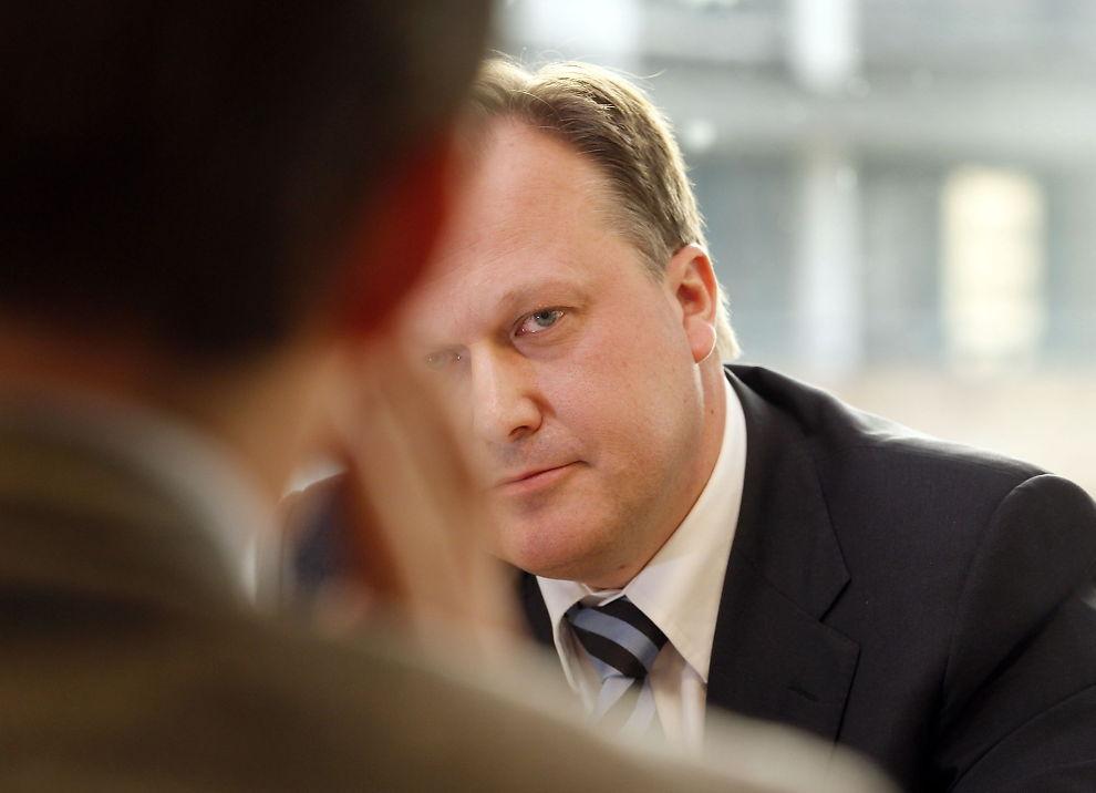 <p><b>SUPERKOMMERSIELL?</b> Administrerende direktør Karl Christian Agerup i Forskningsparken i Oslo, mener at det statlige investeringsfondet Argentum, her ved administrerende direktør Joachim Høegh-Krohn, har spilt seg selv utenfor sidelinjen, og enten bør legges ned, eller få nytt mandat.<br/></p>