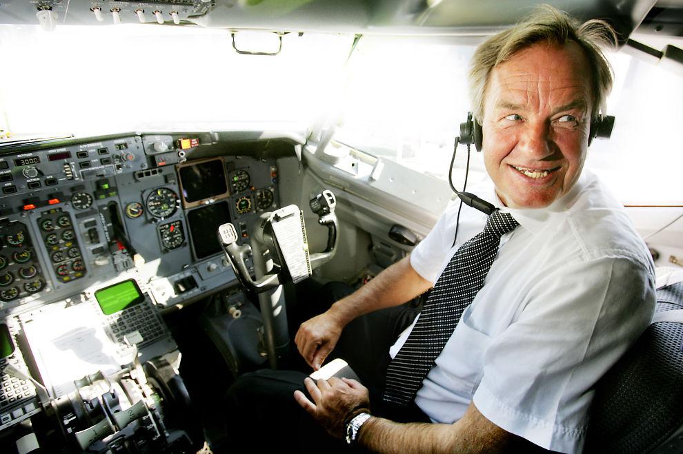<p><b>TIL SVERIGE:</b> Norwegian -sjef Bjørn Kjos vil registrere og drifte de nye Dreamliner flyene fra Sverige om han nektes å bruke utenlands mannskap i flyene.</p>