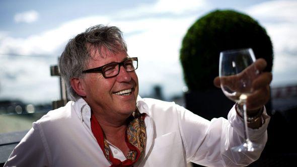 <p><b>FORNØYD:</b> Finn Schjøll gleder seg over at det har blitt solgt tusenvis av liter med hans Flora Nordica-viner.<br/></p>