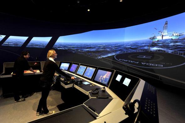 <p><b>MYE TESTING:</b> Det er ved Kongsberg Offshore Vessel Simulator (ved Høgskolen i Vestfold i Horten) at beslutningsstøttesystemet til Kongsberg Maritime skal testes av ekte sjøfolk.</p>