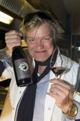 <p><b>ENTUSIAST:</b> Alex Rosén har lansert flere viner de siste årene. Her med sin nye Amarone, som ble lansert i november i år.</p>
