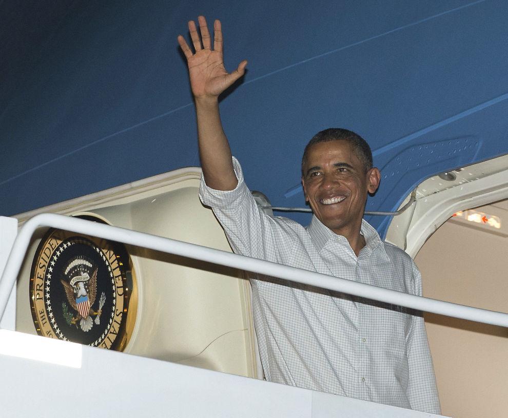 <p><b>I HAWAII:</b> President Barack Obama har reist tilbake til Honolulu, og lovforslaget ble signert i kongressen ved hjelp av autopenn.</p>