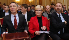 <p><b>REGJERINGSTRIO:</b> Statsminister Jens Stoltenberg (t.v.) og næringsminister Trond Giske (t.h.) møtte opp til Kristin Halvorsens konferanse om forskning og næringslivet tirsdag.<br/></p>