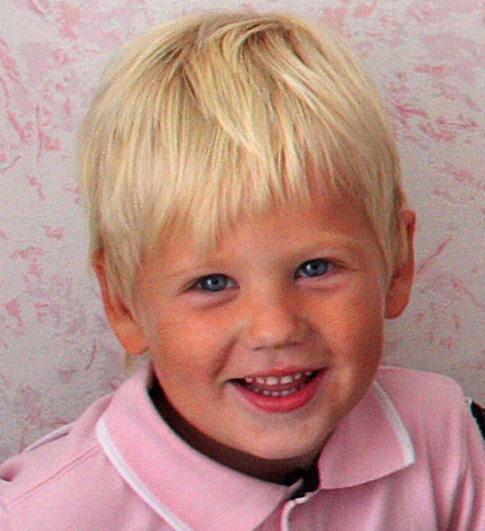 <p>FIKK HJELP: Daniel var mye syk da han var liten, men foreldrene fikk ikke hjelp fra det offentlige. De tok kontakt med forsikringsselskapet som ordnet øreoperasjon. – Vi fikk en ny gutt, sier faren Egon Bjune i Tønsberg. Foto: Privat<br/></p>