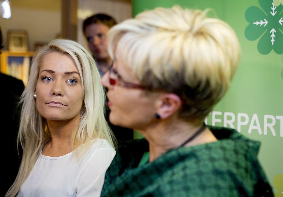<p>GIR FULL STØTTE: SP-leder Liv Signe Navarsete (t.h.) gir full støtte til lederen av Senterungdommen Sandra Borch (t.v.) etter at hun ble grovt hetset i radio. Bildet er fra en tidligere anledning.</p>