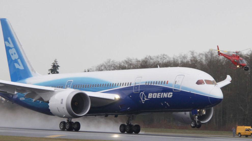 <p><b>TAR AV:</b> De amerikanske luftfartsmyndighetene åpner for testflygninger for å samle data om hvordan batteriet og det elektriske systemet fungerer i lufta. Bildet viser et Boeing 787 som tar av fra Paine Field i Washington.<br/></p>