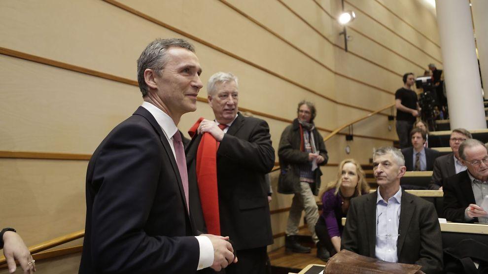 <p><b>GLADE</b>: Statsminister Jens Stoltenberg og finansminister Sigbjørn Johnsen var glade da de presenterte Perspektivmeldingen 2013 fredag, men i norsk økonomi kan festen fortsette bare i 12 år til.<br/></p>